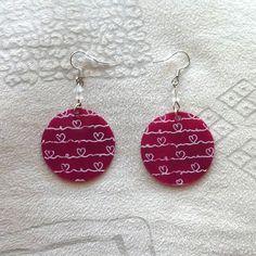 Boucles d'oreille en CD recyclé : Coeurs blancs sur fond rose fushia - par Savousepate - http://www.alittlemarket.com/boucles-d-oreille/boucles_d_oreille_en_cd_recycle_n12_rose_et_blanc-7274057.html
