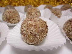 Eierlikör - Pralinen Eggnog - Chocolates, a good recipe from the confectionery category. Instant Pot Spaghetti Recipe, Chocolate Pops, Peanut Butter Fudge, Vegan Christmas, Rice Krispie Treats, Few Ingredients, One Pot Meals, Confectionery, Plated Desserts