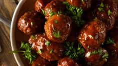 Cocktail (Meatballs) Time: How to Make Sweet Bourbon Maple Meatballs Bourbon Meatballs, Cocktail Meatballs, Bbq Meatballs, Sweet Bourbon, Dinner Party Menu, Meatball Recipes, Crockpot Recipes, Yummy Recipes, Sweet And Spicy