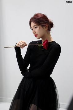 Suzy Bae is a beautiful rose in BTS photos! Korean Celebrities, Celebs, Miss A Suzy, Singer Fashion, Bae Suzy, Korean Actresses, Korean Actors, Beautiful Girl Image, Fashion 2020