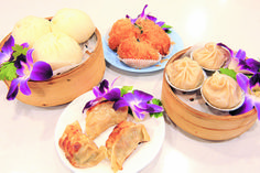 Golden Palace Seafood Restaurant specializes in traditional Hong Kong-style fare, which houses a diverse range of eats according to manager Gary Lam. Seafood Restaurant, Hawaiian Islands, Dim Sum, Palace, Restaurants, Dining, Eat, Kitchens, Hawaian Islands
