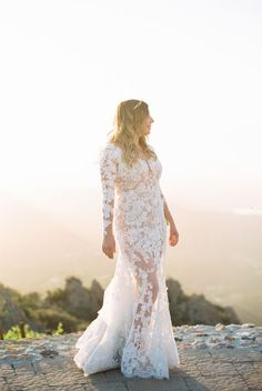 Tendance Robe du mariage 2017/2018  Lace illusion wedding gown: www.stylemepretty Photography: Sally Pinera  sal