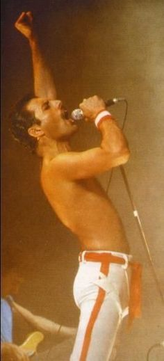 King of Queen Freddie Mercury Also see #music #screen savers at www.fabuloussavers.com/music3.shtml