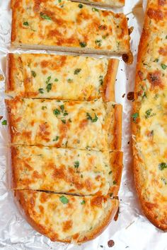 Turn plain french bread into cheesy, garlicky perfection with this epic Cheesy Garlic Bread. With three kinds of cheese, herbs and tons of garlic, this is the homemade garlic bread you're…View Post Homemade Garlic Bread, Garlic Cheese Bread, Cheesy Garlic Bread, Cheesy Bread Recipe, Homemade Recipe, Recipe Recipe, Homemade Breads, Recipe Ideas, Recipes With Bread Slices