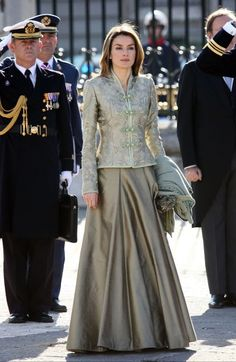 New Year's Military Parade 2009 Pakistani Fashion Casual, Indian Fashion Dresses, Dress Indian Style, Indian Designer Outfits, Lehenga Designs, Saree Blouse Designs, Recycled Dress, Designer Party Wear Dresses, Stylish Dresses For Girls
