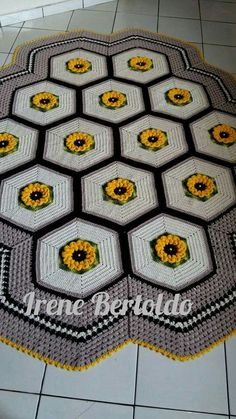 Crochet Mandala, Crochet Doilies, Hand Crochet, Knit Crochet, Diy And Crafts, Arts And Crafts, Crochet Kitchen, Crochet Squares, Floor Rugs