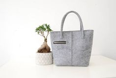 Gray color women felt tote bag with metal zipper snap. One small zip pocket outside and phone pocket inside. Bag can be used like a handbag, shoulder bag or shopper bag. Bag sizes: height 32 cm / 12,5 width 40 cm / 16 depth 15 cm / 6 handle length. 52 cm / 20,5 If you have any questions about this bag or you would like to order this bag in different colour please contact with me.
