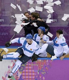 Finland after winning bronze in 2014 Olympic Ice Hockey games If you don't think that that's beautiful there's something wrong in you Ice Hockey Teams, Hockey Games, Hockey Players, Finland Culture, Olympic Hockey, Native Country, My Heritage, Marimekko, Olympics