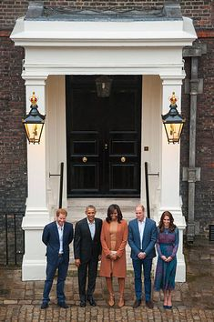 Prince Harry, US President Barack Obama, First Lady Michelle Obama, Prince William, Duke of Cambridge and Catherine, Duchess of Cambridge pose as they attend a dinner at Kensington Palace on April 22, 2016 in London, England. The President and his wife are currently on a brief visit to the UK where they attended lunch with HM Queen Elizabeth II at Windsor Castle and later will have dinner with Prince William and his wife Catherine, Duchess of Cambridge at Kensington Palace. Mr Obama visited…
