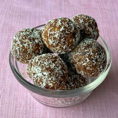 Weetbix bliss balls Chocolate Slice, Chocolate Icing, Chocolate Recipes, My Recipes, Baking Recipes, No Bake Slices, Lolly Cake, Muesli Bars, Healthy Sweet Treats