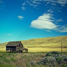 Abandoned farmhouse in Yakima, Washington