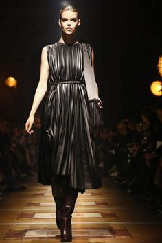 Lanvin Ready To Wear Fall Winter 2014 Paris - NOWFASHION...Wow, beautiful pleated leather.