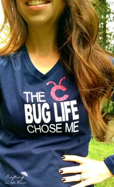 Embrace the life that chose you :) Free file to make this shirt with iron on vinyl and your Cricut. Cricut Air, Cricut Vinyl, Circuit Projects, Iron On Vinyl, Cricut Creations, T Shirt Diy, Cricut Explore, Cricut Design, Cotton Tee
