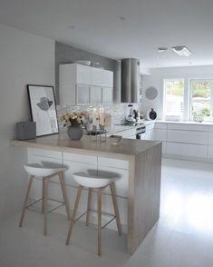 Vi tenner 4 lys i kveld!men heldigvis ikke som nedtelling til jul riktig enda. Kitchen Room Design, Kitchen Cabinet Design, Kitchen Sets, Modern Kitchen Design, Kitchen Layout, Home Decor Kitchen, Small Modern Kitchens, Kitchen Living, Interior Design Kitchen