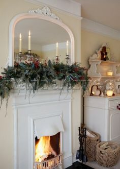 ♥ love this Christmassy cosy room