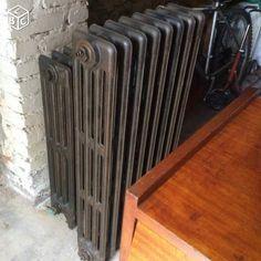 quatre radiateurs en fonte colonnes avec un robinet mod le fleuri sur le radiateur blanc. Black Bedroom Furniture Sets. Home Design Ideas