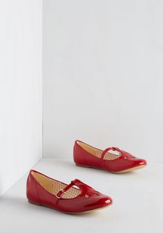 Of Gait Importance Flat in Cherry. An essential element to every look? #red #modcloth