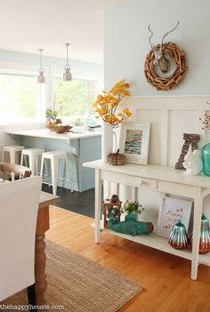 beautiful-light-bright-and-airy-fall-home-tour-lakehouse-home-tour-with-pops-of-coral-and-fall-plaids-at-the-happy-housie-16