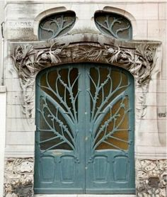 Awesome door with a tree decoration. I would love this as the doorway to a gameroom/theatre/or bedroom