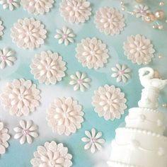 Paper Flowers Craft, Paper Flower Wall, Flower Crafts, Fun Crafts, Diy And Crafts, Arts And Crafts, Scrap, Quilling Art, Punch Art