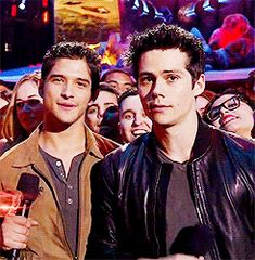 Tyler P and Dylan at the MTV Movie Awards - look at Dylans face and nod at the end lololol - April 2014 (1) Tumblr
