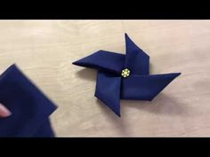 Pliage de serviette - Moulin a vent - Madame Honorine Napkin Folding, Holiday Desserts, Origami, Centerpieces, Napkins, Youtube Youtube, How To Make, Crafts, Diy