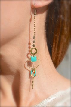 Boucles d'oreille carré émaillé et perle miyuki turquoise, anneaux bronze -Bijoux ENORA-