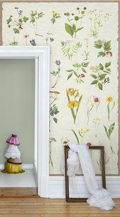 Botanical flower motifs wallpaper