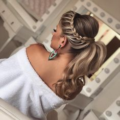 hair style girl hair clips wedding hair updos bun wedding hair hair clips hair styles medium up half down wedding hair hair and makeup near me Ponytail Hairstyles, Bride Hairstyles, Hairstyles Haircuts, Trendy Hairstyles, Layered Hairstyles, Bridesmaid Hair, Prom Hair, Hair Wedding, Boho Wedding