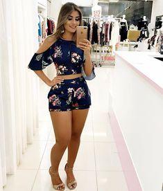 Pin by Varinia Doren on Moda femenina que me encanta in 2018 Short Outfits, Spring Outfits, Girl Fashion, Fashion Outfits, Womens Fashion, Fashion Pics, Fashion Styles, Pinterest Fashion, Summer Wear