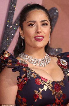 Salma Hayek puts on a buxom display at British Fashion Awards 2016 Bollywood Actress Hot Photos, Indian Actress Hot Pics, Indian Bollywood Actress, Beautiful Bollywood Actress, Beautiful Actresses, Actress Pics, Bollywood Celebrities, Indian Actresses, Salma Hayek Style