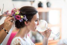 La novia del tocado de flores naturales - http://novias.tk/2015/12/21/la-novia-del-tocado-de-flores-naturales/