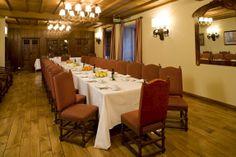 #parador de #Pontevedra ideal para #bodas #medievales #palacios #encanto muestra una cena #banquete