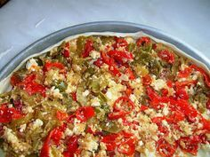 Υπέροχη πίτα με πιπεριές που αξίζει να δοκιμάσετε!! Υλικά για τη γέμιση 3 κουταλιές ελαιόλαδο 5-6 μεγάλες κόκκινες πιπεριές κομμένες σ...