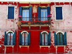 Google Image Result for http://3.bp.blogspot.com/_a3o7USF8hwA/S3qgmtus-SI/AAAAAAAACks/new7aMI-KaY/s400/Murano%2Bcolourful,house,ideas,interior,design-ff0fd5633b4e28f581326e7958793873_h.jpg
