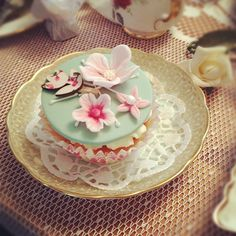 Vintage style cupcakes, perfect for a High Tea.