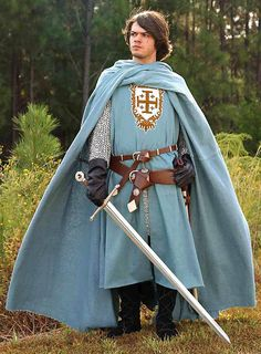 Historical Costume, Historical Clothing, Costume Roi, Knights Templar Costume, Diy Kleidung, Medieval Costume, Medieval Fashion, Medieval Clothing Men, Fantasy Costumes