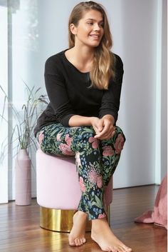 Laidback and totally cosy, that's how we like our nightwear. This black floral long sleeve pyjamas are a sure shot way to immerse into your lounging hours. Xmas Wishes, Long Sleeve Pyjamas, Cotton Pyjamas, Pajamas Women, Nightwear, Pajama Set, Cosy, Lounge Wear, Capri Pants