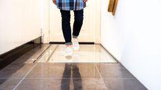 Beloopbaar vloerluik. Veiligheidsglas gebruikt Tile Floor, Normcore, Flooring, Style, Fashion, Moda, Stylus, Tile Flooring, Hardwood Floor