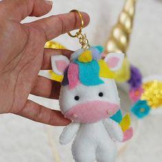 Encomenda tiara e chaveiro unicórnio finalizada #unicórnio #unicornio #chaveiro #tiara #arco #diadema #feltro #feitoamao #feitoamão #trabalhomanual #arte #artesanato #uni