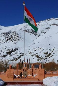 Indian Tricolour at the highest altitude at Drass, Kargil War Memorial Indian Army Wallpapers, Indian Flag Wallpaper, Happy Independence Day India, Independence Day Images, Om Namah Shivaya, Tiranga Flag, National Flag India, Indian Flag Photos, Independent Day