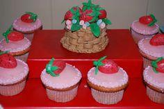 Sofia's Strawberry Shortcake | CatchMyParty.com