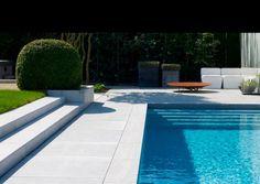escalier de jardin extérieur avec piscine et terrasse design
