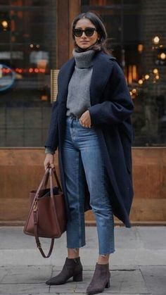 Fashion – Top 10 Wardrobe Essentials Mode - Top 10 Kleiderschrank Essentials - Looks Magazine Winter Fashion Outfits, Fall Winter Outfits, Look Fashion, Autumn Fashion, Dress Winter, Dresses In Winter, Winter Style, Look Winter, Winter Chic