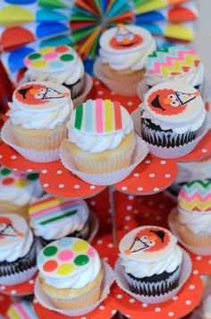 #cupcakes Elmo cupcakes     If you like this pin, re-pin or like it :)   http://subjectbase.com