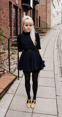 Cool petite robe noire sixties (lien wtf?)
