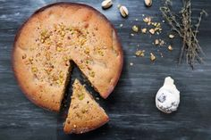 Beautiful Grape, Almond and Pistachio Cake by @misscococupcake/