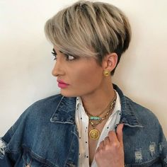 The long pixie cut is a great way to take your short hair to the next level. Its variants suit different face shapes, hair types, and personalities. Check out the best long pixie haircut ideas in pictures to get inspired! New Short Haircuts, Asymmetrical Bob Haircuts, Bob Hairstyles For Fine Hair, Popular Haircuts, Trendy Hairstyles, Spring Hairstyles, Wedding Hairstyles, Long Pixie Cuts, Short Hair Cuts