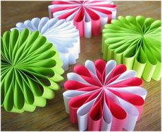 The Best Free Crafts Articles: Paper Ornaments and Paper Flower Ornaments Free Tutorials By Jessica Jones of Jessica JonesSense and Simplicity: 10 Frugal Christmas Activities for Families with TeensPaper Holiday Ornaments (If you haven't noticed, I r Paper Christmas Ornaments, Flower Ornaments, Handmade Christmas Decorations, Paper Decorations, Easy Ornaments, Decoration Party, Flower Decorations, Homemade Ornaments, Snowflake Ornaments