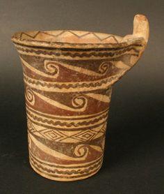 """Kero"". Vaso polícromo, cultura Arica, Andes del Sur Porcelain Ceramics, China Porcelain, Ceramic Art, Inca, Ancient Artifacts, Dandy, Monochrome, Medieval, Pottery"